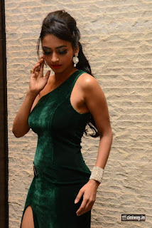 Pooja-Sree-Stills-at-Nee-Jathaleka-Movie-Audio-Launch