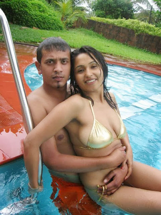 Sexy Couple In Pool