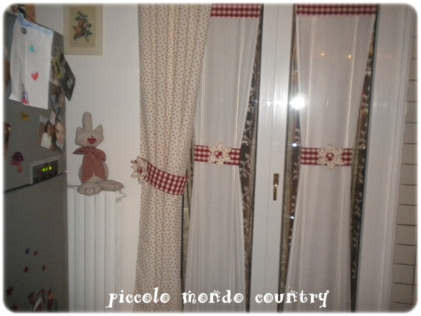 Piccolo mondo country la mia cucina country for Tende per cucina country