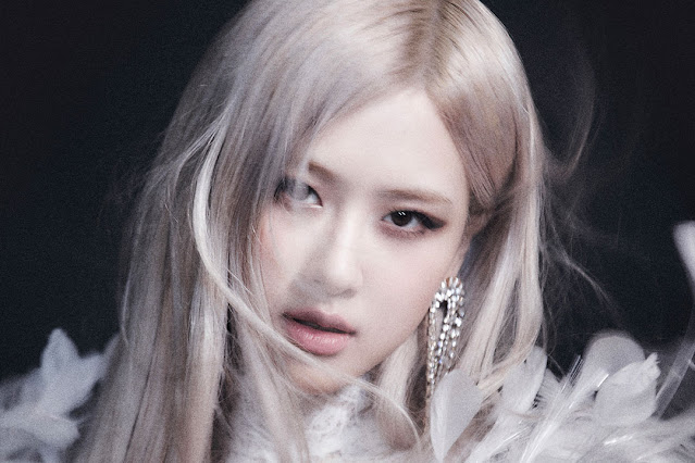 """Rosé's first single """"On The Ground"""" officially released"""