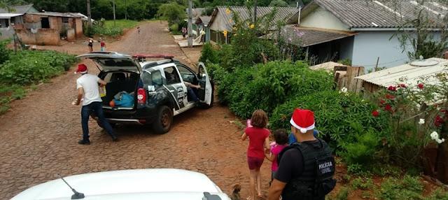 Policia Civil de Iretama distribui presentes de natal para crianças carentes