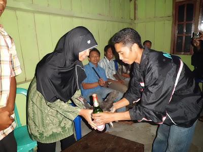 acara adat penyambutan tamu Desa Nggalak Kecamatan Reok Barat Kabupaten Manggarai Provinsi NTT