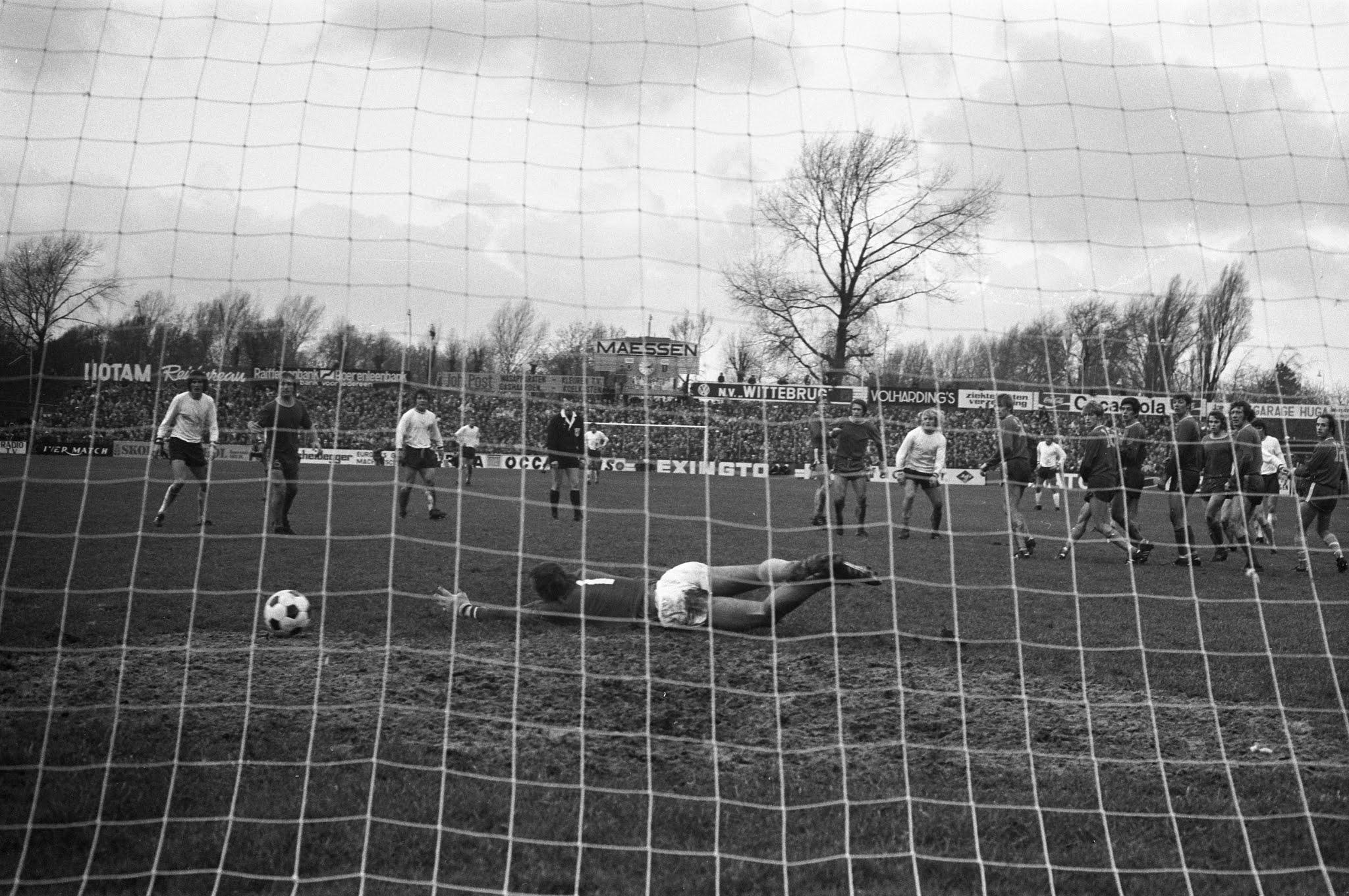 Jan Boskamp (Feyenoord) scoort zijn tweede doelpunt tegen FC Den Haag