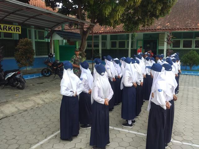 Kodim Karanganyar - Batuud Jenawi Gembleng OSIS SMP N2 Jenawi