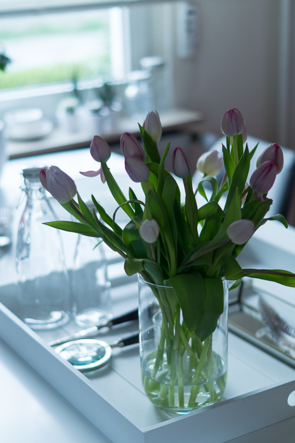 Blog + Fotografie by it's me! | fim.works | Tulpen in einer Glasvase