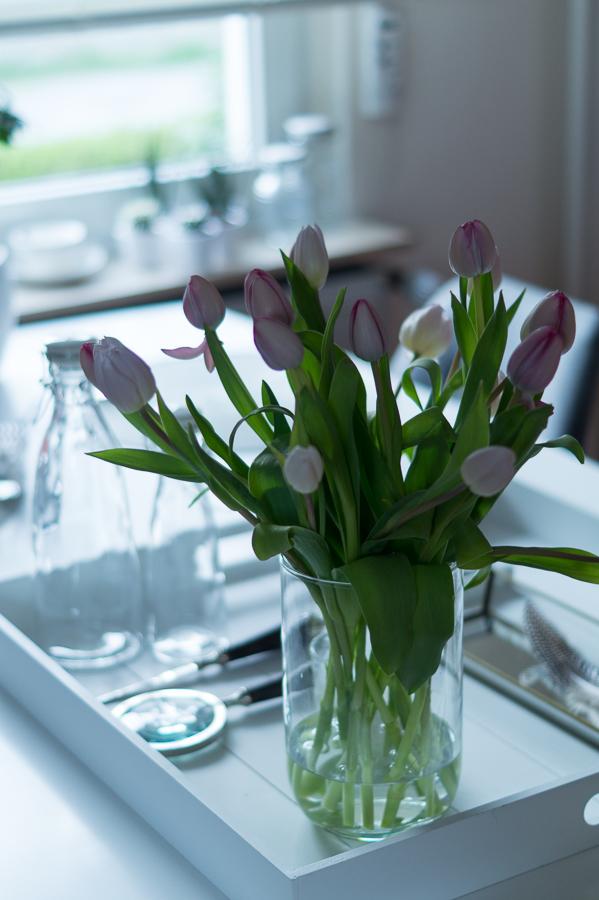 Blog + Fotografie by it's me! | fim.works | Tulpen in einer Glasvase