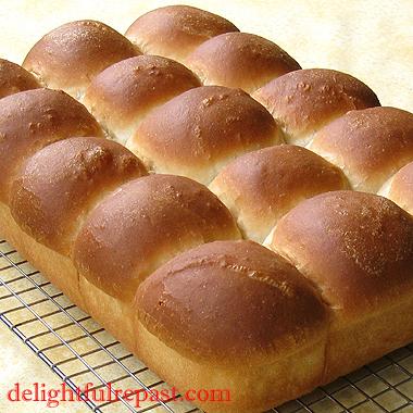 Pull-Apart Potato Dinner Rolls / www.delightfulrepast.com