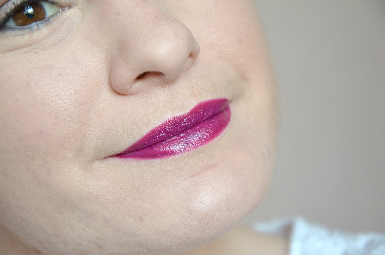 Pure Color Envy liquid lip potion 430 true liar Estée Lauder Monday Shadow Challenge chair