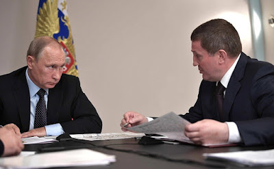 Russian President with Volgograd Region Governor Andrei Bocharov at the meeting on relief measures following fires in Rostov-on-Don and Volgograd Region.