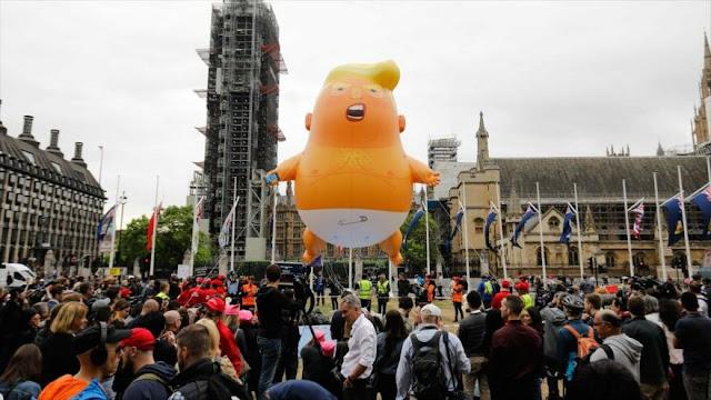 Miles de británicos protestan contra visita de Trump a su país