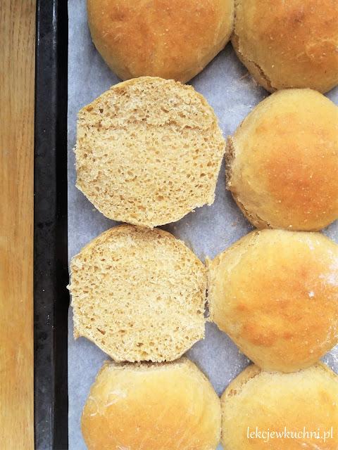 Przepis na domowe bułki ze zdrową mąką