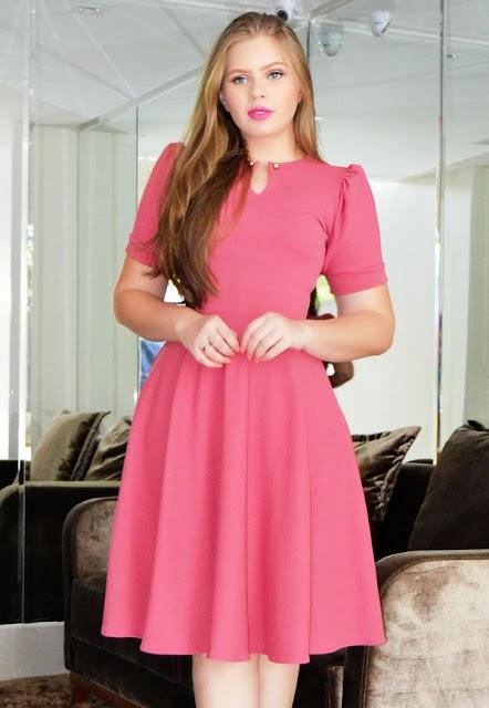 https://www.lojaflordeamendoa.com.br/produto/vestido-midi-princesa-crepe-malha-goiaba