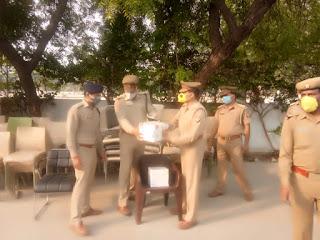 पुलिस लाइन उरई में परेड की सलामी ली गयी विभिन्न शाखाओं का निरीक्षण कर सम्बन्धित को आवश्यक दिशा-निर्देश दिए -पुलिस अधीक्षक जालौन         संवाददाता, Journalist Anil Prabhakar.                                                                                         www.upviral24.in