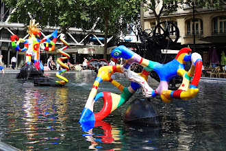 Paris : Fontaine Stravinsky, une sculpture-fontaine de Jean Tinguely et Niki de Saint Phalle - Place Igor Stravinsky - IVème