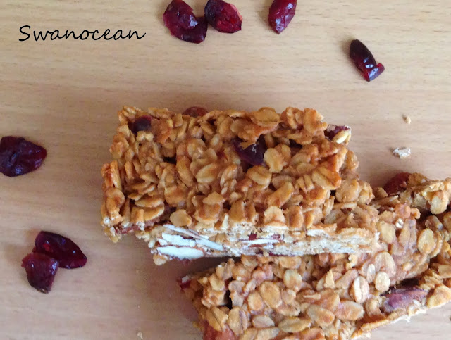 http://www.swanocean.gr/2014/06/homemade-oat-bars-with-cranberries.html