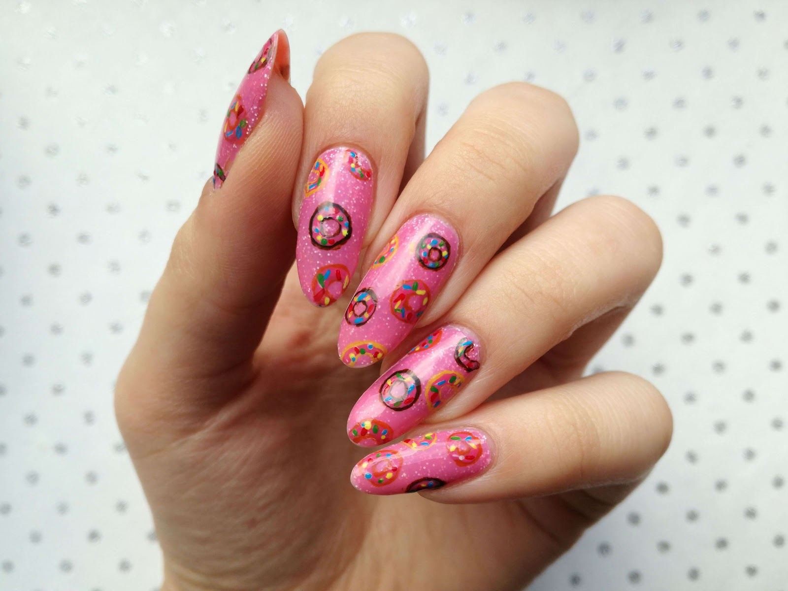 słodkie paznokcie na Tłusty Czwartek