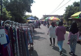 Pedagang di Pasar Minggu Singosari, Malang