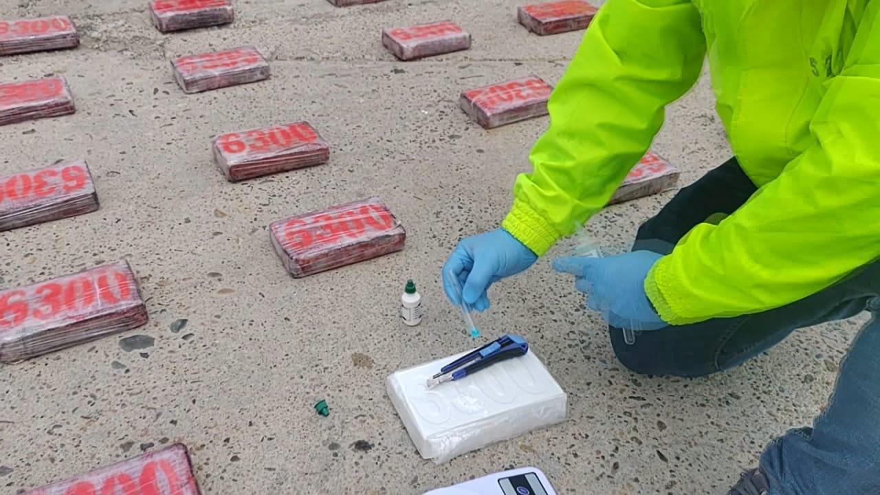 https://www.notasrosas.com/Policía Judicial y Ejército Nacional decomisan 658 kilos de clorhidrato de cocaína en La Alta Guajira