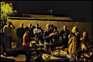 """Quartier du Planet, lotissement les Lavandes, quartier du Chemin de Notre Dame, Clos Serein, Chemin de la Sablière, Quartier rue de la République, les Bourgades, lotissement la Fauvette et quartier Route de Châteaurenard : les """"voisins"""" se sont réunis autour d'un apéritif dînatoire tiré du sac pour palabrer voir danser jusque tard dans la nuit!    Le COF et Chahut-Bahut les remercie tous pour le court moment convivial, ludique et musical qu'ils ont pu partager à la belle étoile !"""