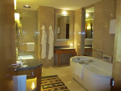 imagini baie hotel four seasons mumbai