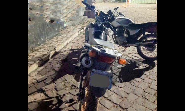 PM localiza duas motocicletas com registro de furto e roubo em Abaíra