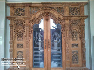 Gebyok kaligrafi pintu kaca