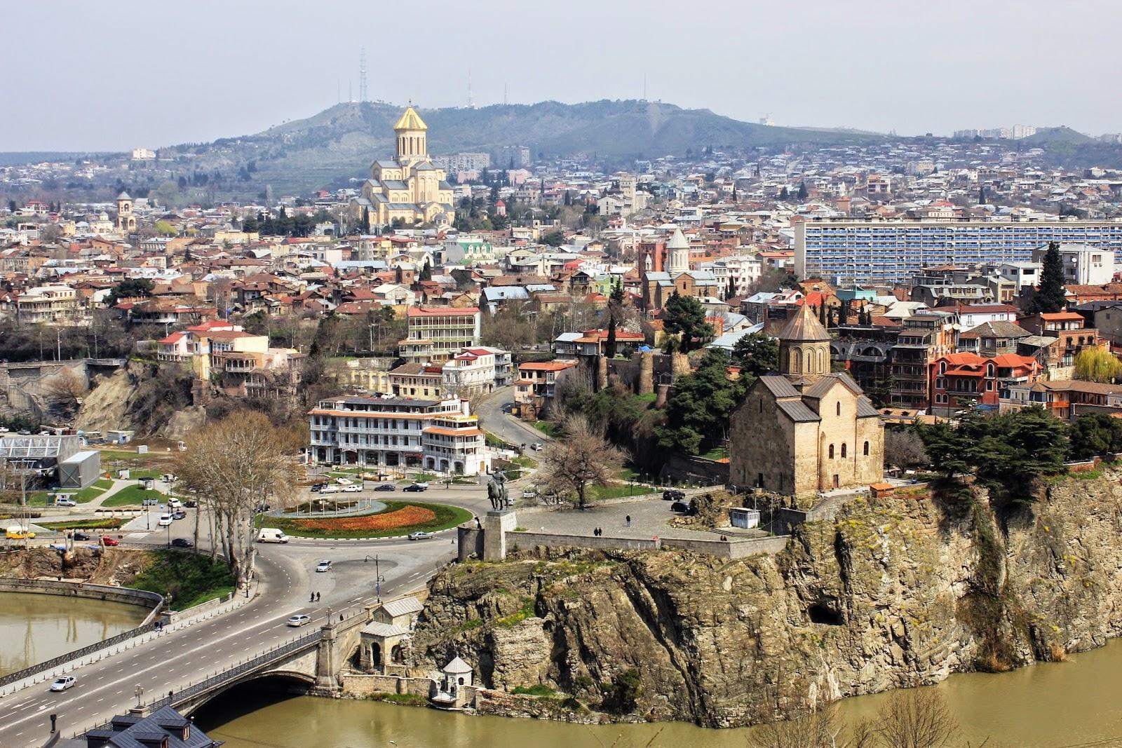Panorama na Tbilisi ze wzgórza