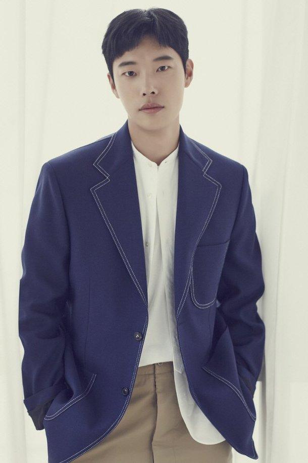 Ryu Jun Yeol, Hyeri ile ilişkisinin gayet iyi gittiğini açıkladı