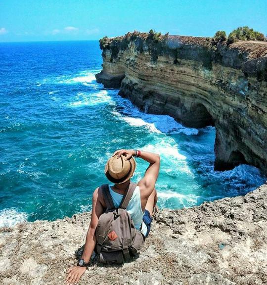 Harga Tiket Masuk dan Peta Lokasi Pantai Karang Bolong Pacitan Jawa Timur