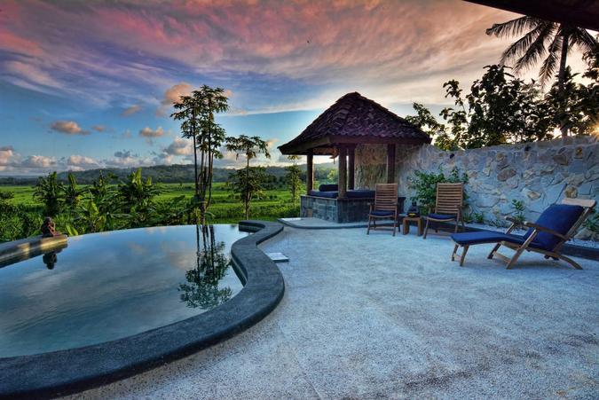 villa dengan infinity pool bagus di jogja