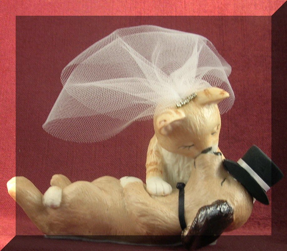wedding cake toppers with dogs and cats gwyneth s custom made wedding cake toppers look 26631