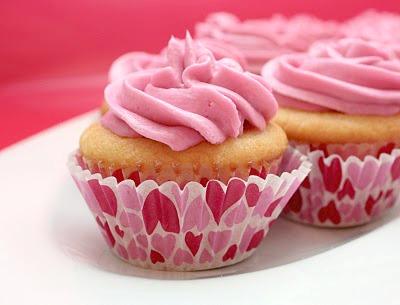 white cupcakes raspberry buttercream
