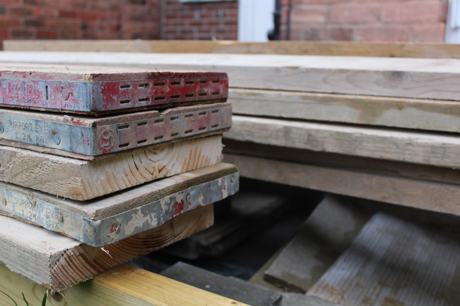 How to treat scaffold boards for external use