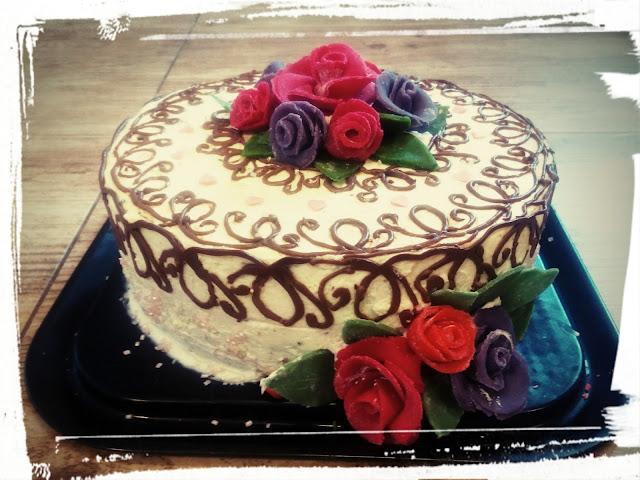 tort makowy tort urodzinowy tort dla mamy tort na dzien matki tort smietanowy tort z rozami marcepanowymi tort z koronka czekoladowa