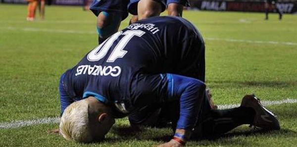 Gol Tangan El Loco Plus Kartu Merah Sang Kapten Bawa Arema Menang Atas Bali United