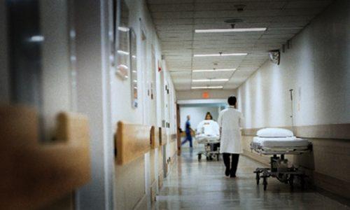 Με χειροπέδες κατέληξε μία ημεδαπή η οποία παρίστανε την αποκλειστική νοσοκόμα.