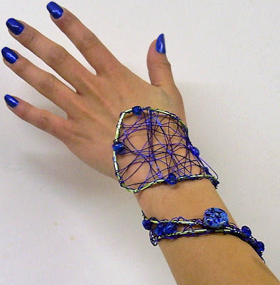 Shooting Star wire wrist wrap  #PromFlowers #wristcorsage