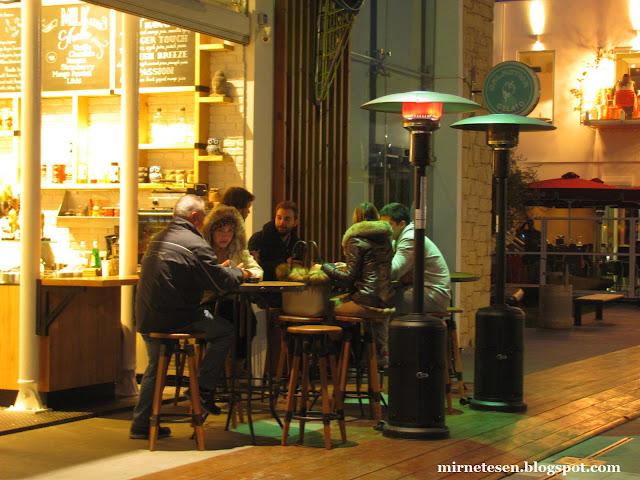 Лимассол - люди в кафе