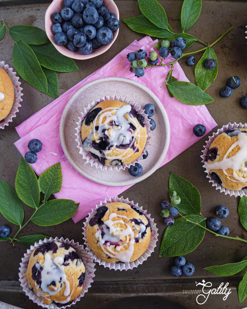 babeczki-z-fioletowymi-owocami