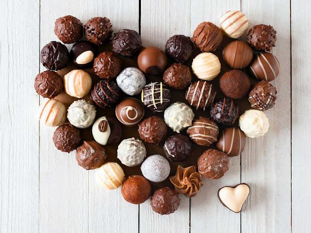 конфеты в форме сердца.