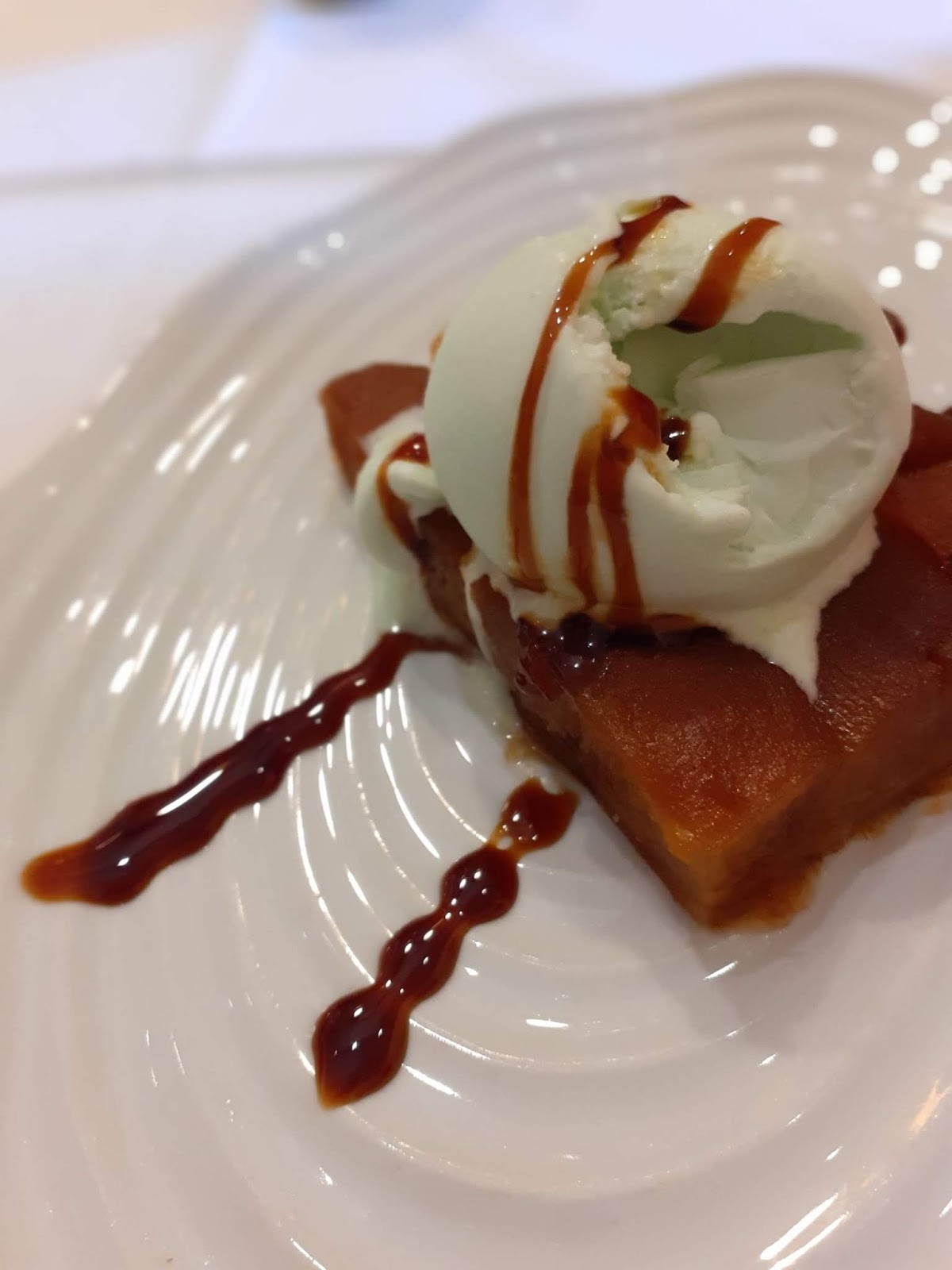 Tatin with icecream - Can Marc restaurant - Palautordera