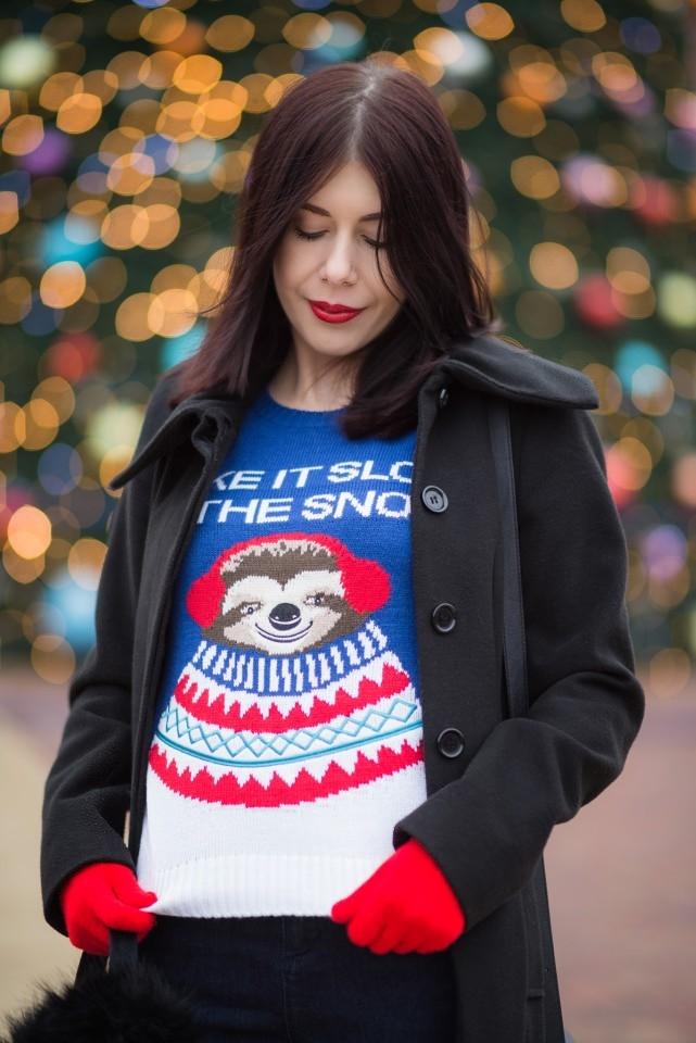 brzydki świąteczny sweter | świąteczny sweter H&M | sweter z leniwcem | Wesołych Świąt | stylizacja ze świątecznym swetrem
