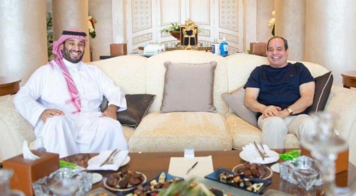 ولي العهد السعودي يلتقي الرئيس المصري في شرم الشيخ