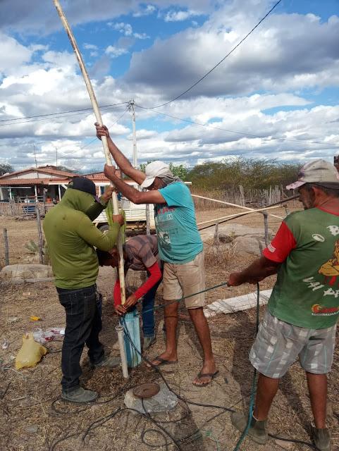 Prefeitura de Caraúbas instala bomba em adutora no Assentamento Glênio Sá