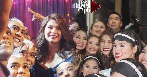 Angel Locsin Gamely Took Selfies With The Semi-finalists Of Pilipinas Got Talent