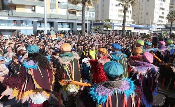 La batalla de coplas del Carnaval de Cádiz el 1 de mayo
