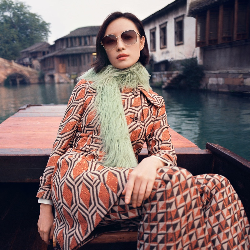 Gucci Eyewear highlights sunglasses in spring-summer 2021 campaign.