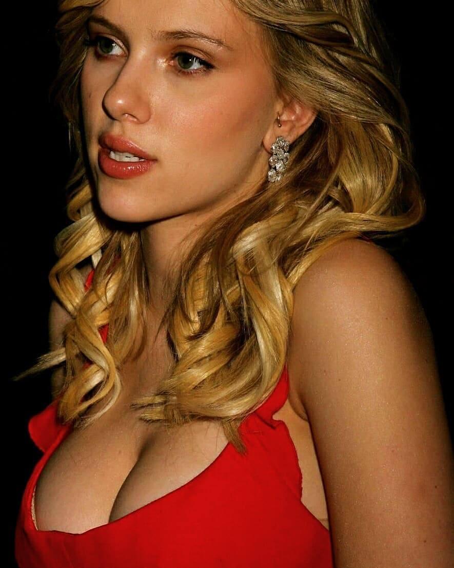 Scarlett Johansson Bikini photoshoot pics