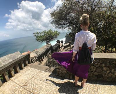 Tempat Wisata Luhur Uluwatu Bali