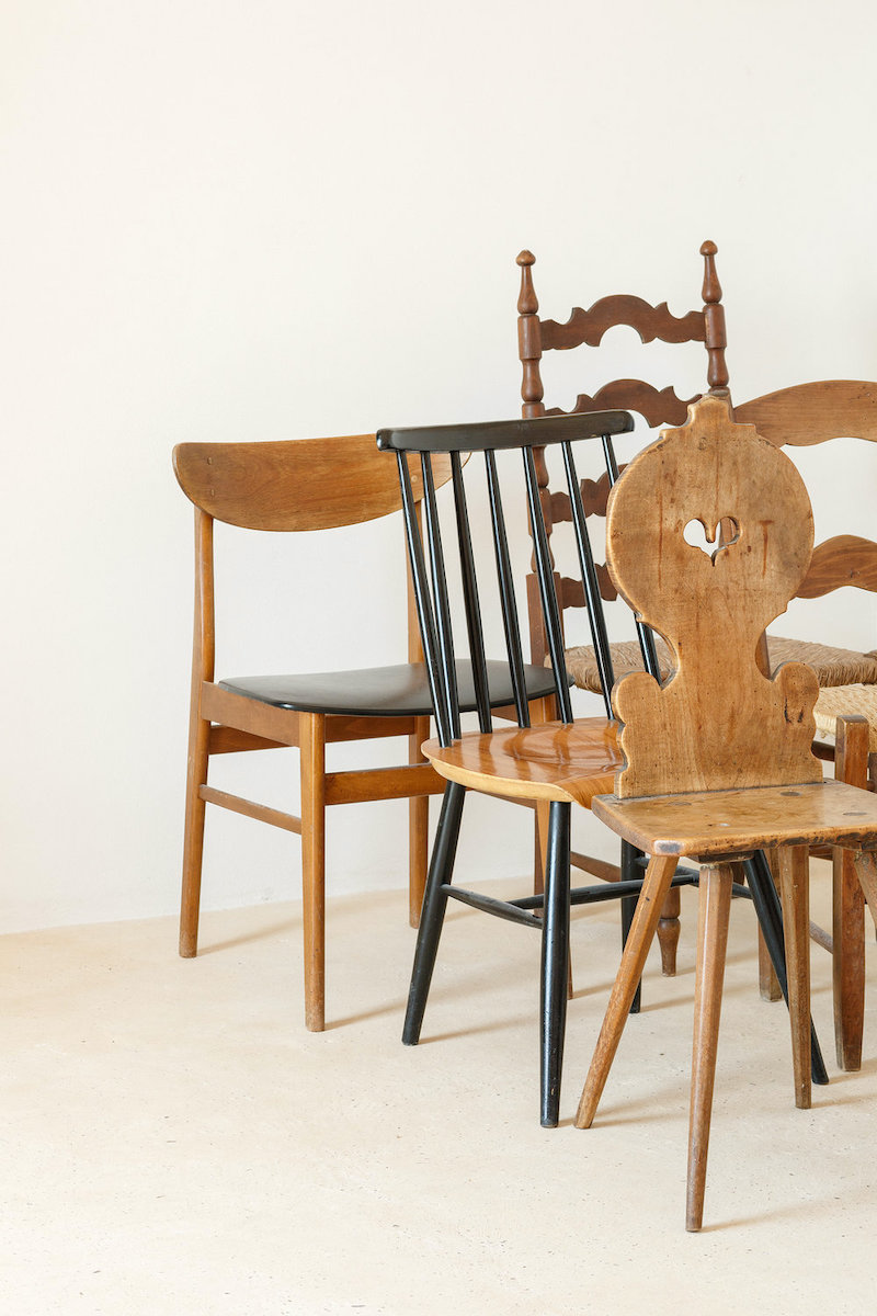 Mezcla de sillas de diferentes estilos